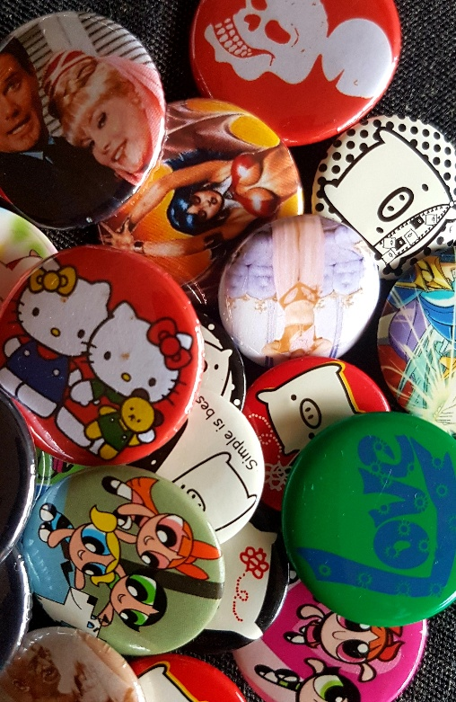 * Badges & Buttons